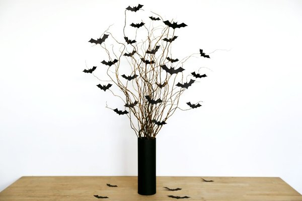 19 Simple and Cheap DIY Halloween Decorations for 2020 - juelzjohn